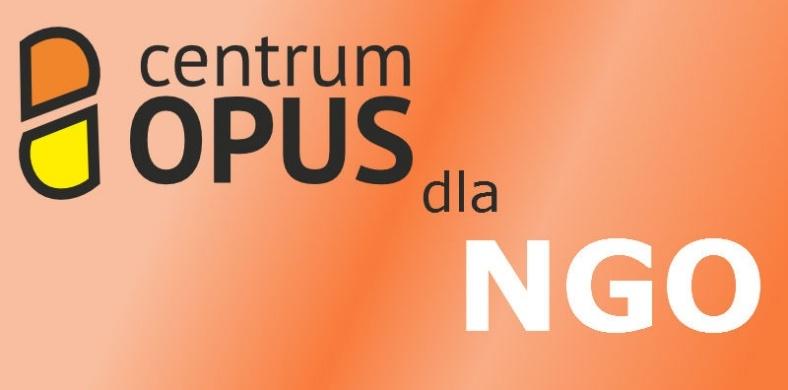 na pomarańczowym tle czarny napis centrum OPUS dla NGO