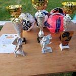 Puchary i nagrody w mistrzostwach gminy w Rokszycach