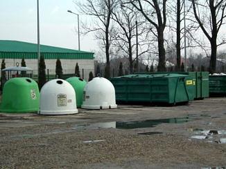 Punkt Selektywnej Zbiórki Odpadów Komunalnych w Woli Krzysztoporskiej - pojemniki do segregacji