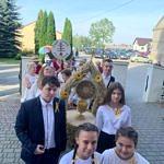 Dożynki Parafialne 2020 w Milejowie - delegacja Somek wchodzi do kościoła