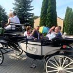 Dożynki Parafialne 2020 w Milejowie bryczką jada starostowie dożynek i wójt Jędrzejczyk