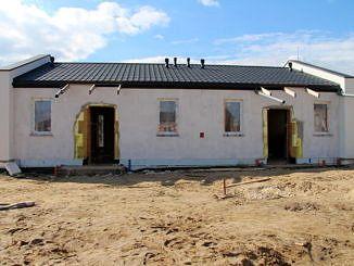 Budowa mieszkań komunalnych w Woli Krzysztoporskiej - elewacja jednego z budynków