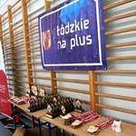 Mistrzostwa Polski Szkół Podstawowych U15 w zapasach w stylu klasycznym - medale i statuetki i baner Łodzkie na Plus