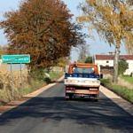 Droga Rokszyce - Oprzężów - nowy asfalt, ciężarówka na drodze