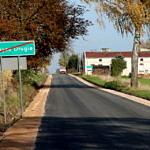 Droga Rokszyce - Oprzężów - nowy asfalt, tablica - koniec miejscowości Rokszyce Drugie