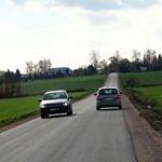 Droga Rokszyce - Oprzężów - nowy asfalt, dwa mijające się samochody