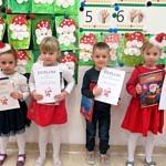 Grupa nagrodzonych i wyróżnionych w konkursie dzieci