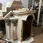 Prace przy renowacji ołtarza i obrazów