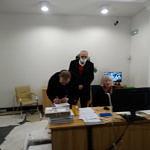 Ryszard Cieślak przekazuje egzemplarze książki do biblioteki