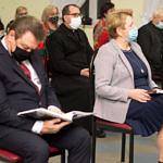 Spotkanie promocyjne w Woźnikach - publiczność z wójtem Romanem Drozdkiem i przewodniczącą RG Małgorzatą Gmiewaszewską