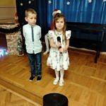 Dzieci podczas występów kolędowych