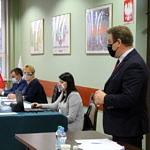 Prezydium Rady Gminy i wójt Roman Drozdek podczas sesji budżetowej
