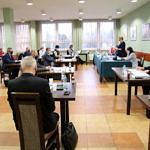 Radni Rady Gminy Wola Krzysztoporska podczas sesji budżetowej