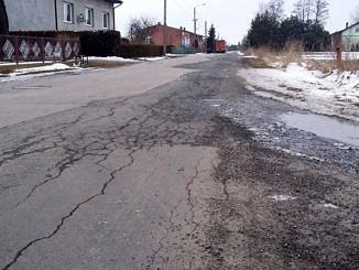 Droga Siomki - Krzyżanów; spękany asfalt