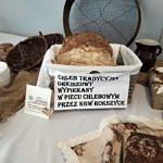 Stół z chlebami konkursowymi