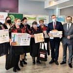 KGW Rokszyce z nagrodami i w towarzystwie organizatorów konkursu