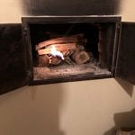 Rozpalanie ognia w piecu chlebowym