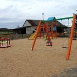 Plac zabaw w Poraju - kolorowe huśtawki