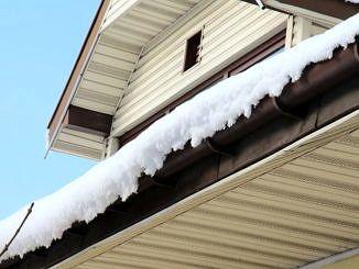 nawis śnieżny na dachu