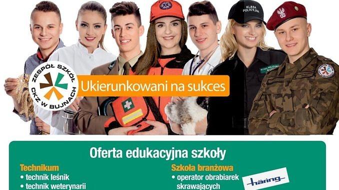 """Plakat - grupa młodych ludzi rolnik, kucharka, leśnik, ratowniczka medyczna, weterynarz, policjantka, żołnierz napis """"ukierunkowani na sukces; pod spodem oferta edukacyjna szkoły (jak w informacji tekstowej)"""