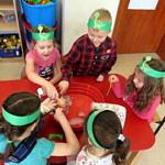 Dzieci podczas zabawy - poszukiwania archeologiczne