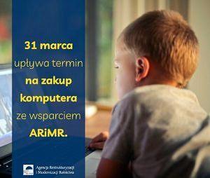 Plakat ARiMR - dziecko przy komputerze - 31 marca upływa termin na zakup komputera ze wsparciem ARiMR