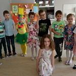 Grupa dzieci biorąca udział w konkursie