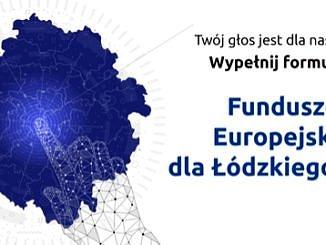 Na białym tle niebieski zarys powierzchni województwa łódzkiego; dłoń zbudowana jakby z atomów wskazuje palcem jego centrm; obok napis: Twój głos jest dla nas ważny; wypełnij formularz; Fundusze Europejskie dla Łodzkiego 2027