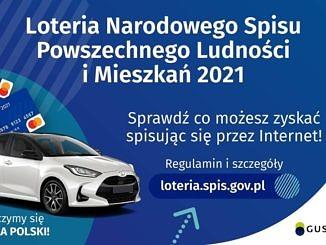 Na niebieskim tle biały napis Loteria Narodowego Spisu Powszechnego Ludności i Mieszkań; obok biały samochód i informacje jak w treści