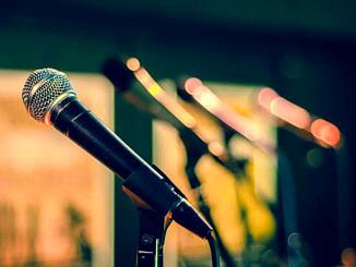 Mikrofony na stojakach