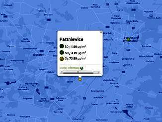 Mapa - na niebieskim tle zaznaczone punkty pomiarowe powietrza - w centrum dane ze stacji pomiarowej w Parzniewicach