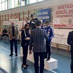 wręczanie medali - młodzież na podium