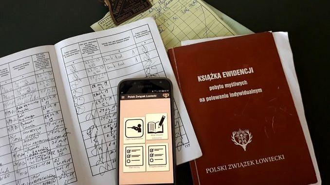 Książka polowań w wydaniu tradycyjnym, papierowym i jako aplikacja w telefonie