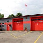 Garaże strażackie szaro-czerwone