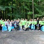 Zdjęcie zbiorowe wszystkich uczestników sprzątania