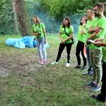 Organizatorzy akcji w zielonych koszulkach Leszy