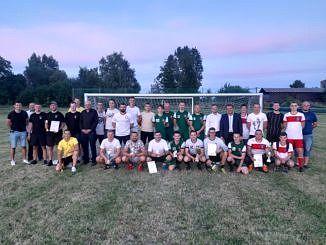 Zdjęcie zbiorowe wszyskich uczestników turnieju i przybyłych gości