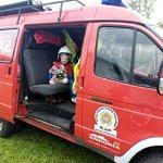 Dziecko w samochodzie strażackim