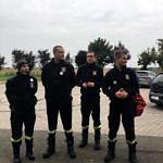 Czworo strażaków przed wyruszeniem w trasę