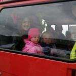 Dzieci w wozie strażackim