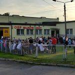Mieszkańcy prze strażnicą OSP w Majkowie Dużym