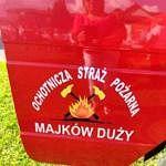 czerwone drzwi samochodu strażackiego z napisem OSP Majków Duży