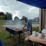 Człowiek przy grillu