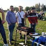 Mężczyźni przy grillu