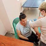 Kobiets podczas szczepienia