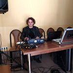 DJ mariusz przy sprzęcie muzycznym