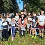 Grupa biegaczy z numerami startowymi