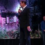 wójt z mikrofonem na scenie