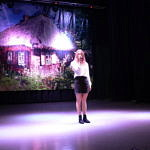 dziewczynka na scenie