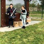 Sołtys Agata Szmalec wręcza nagrody